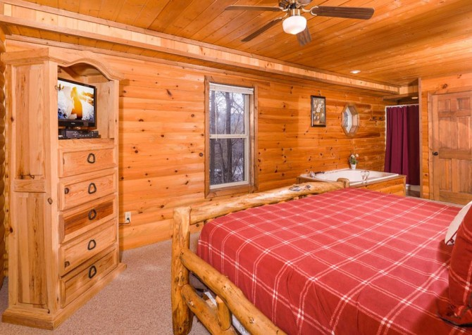 Gatlinburg - Unforgettable - Bedroom Five TV