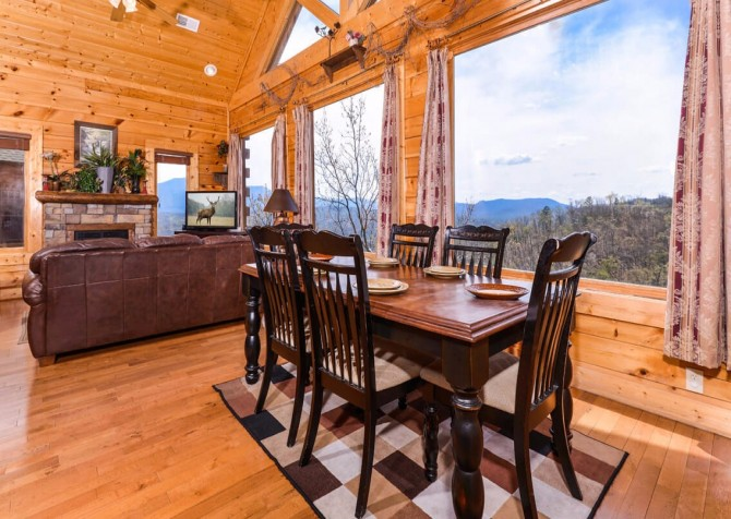 Pigeon Forge - View of God's Country - Dining Room