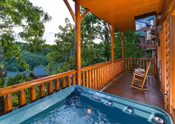 Pigeon Forge - View of God's Country - Hot Tub