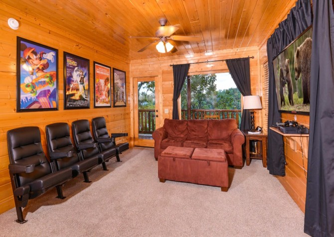 Pigeon Forge - View of God's Country - Theater Room