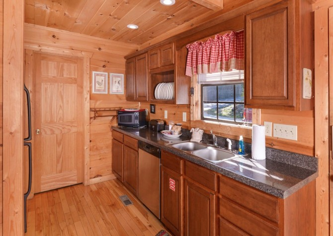 Pigeon Forge - Windswept Retreat - Kitchen
