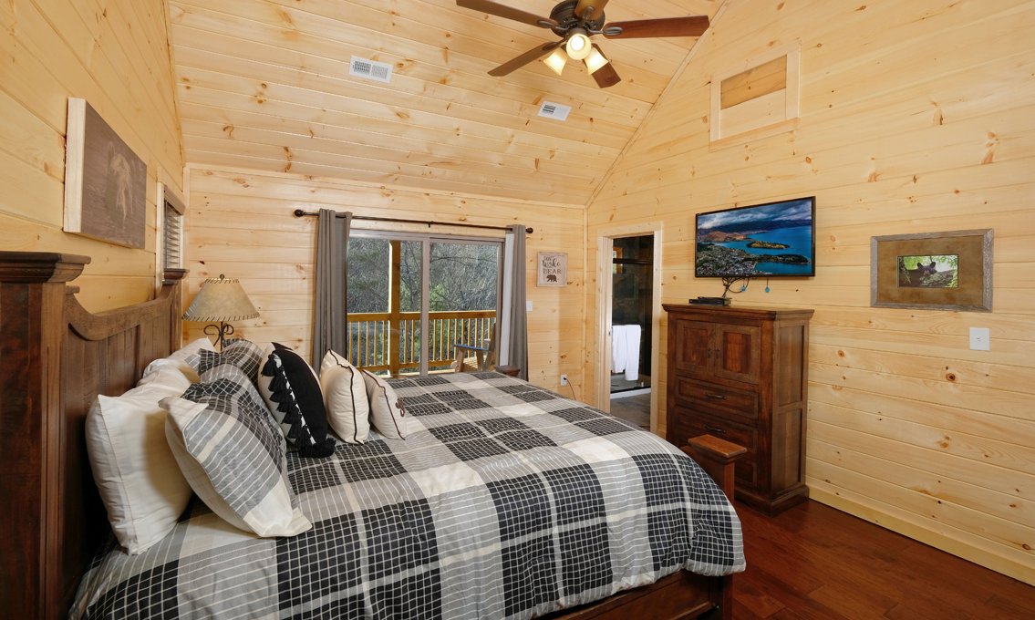office cubicle gets trnsformed into cozy christms cbin.htm pigeon forge cabin sleepy bear  pigeon forge cabin sleepy bear