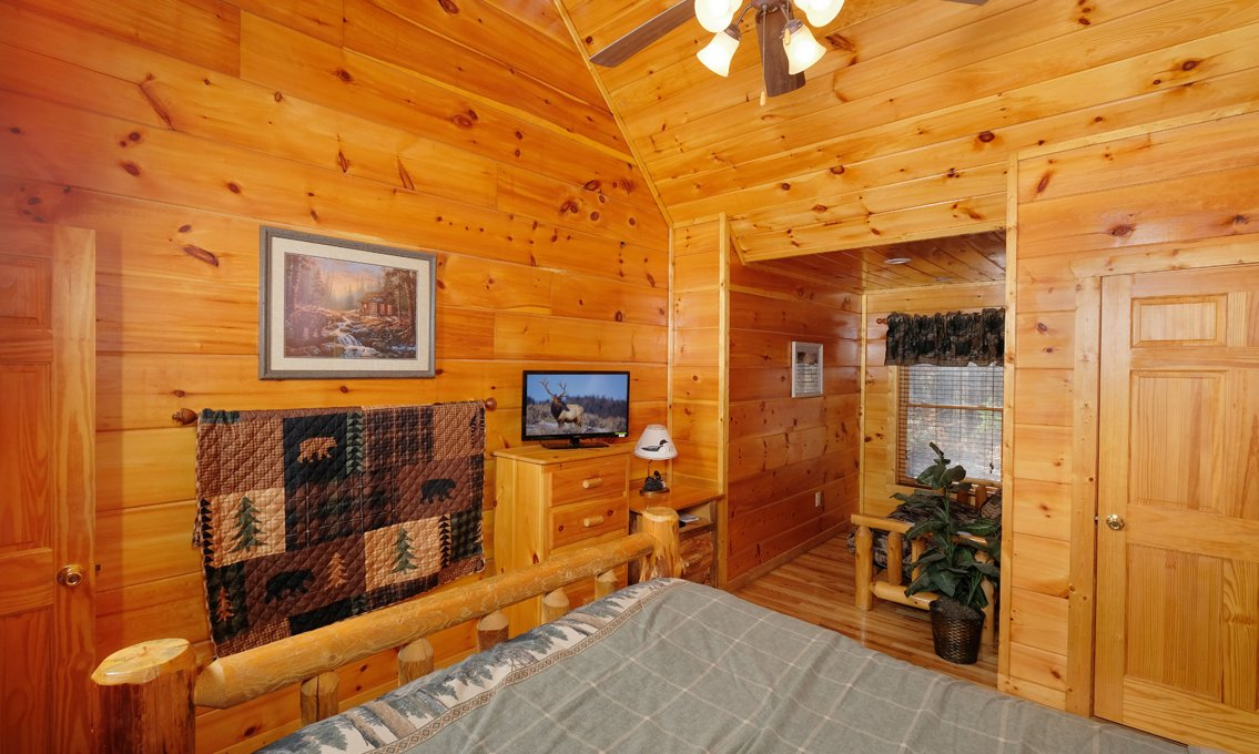office cubicle gets trnsformed into cozy christms cbin.htm pigeon forge cabins the looney bin  pigeon forge cabins the looney bin