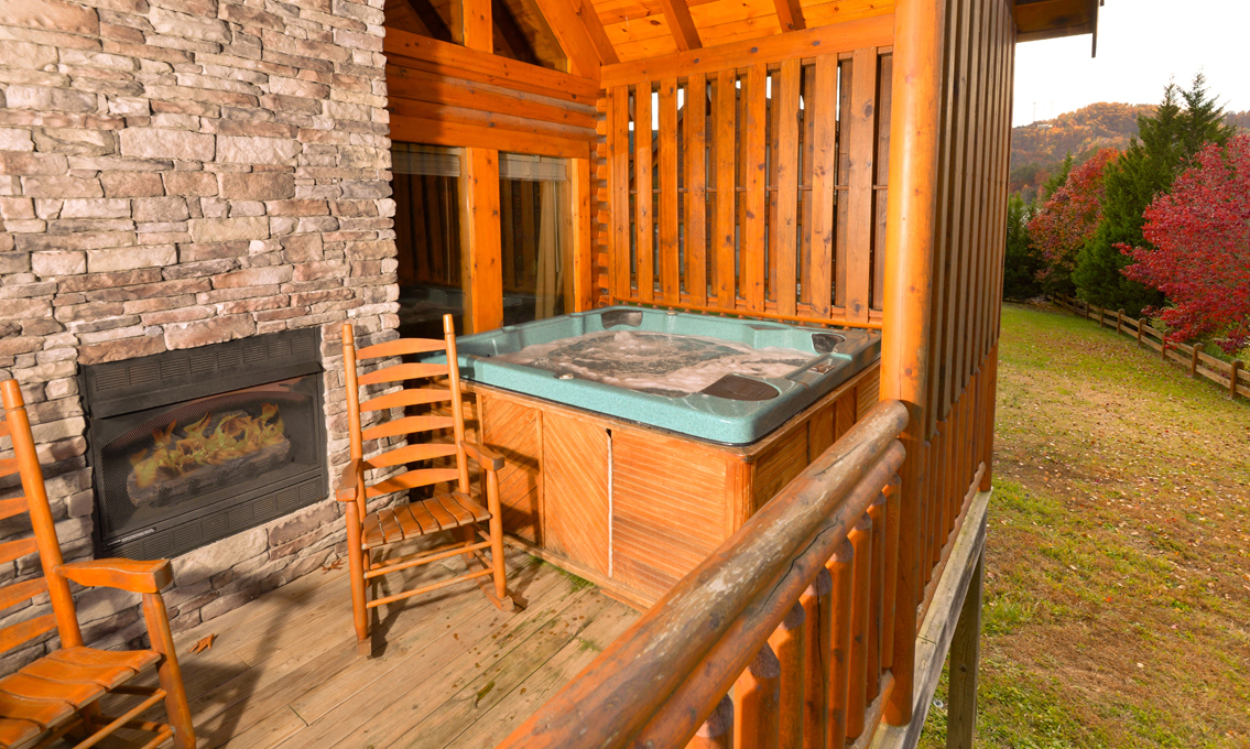 Pigeon forge cabins get outta dodge for Pigeon forge cabins with hot tub