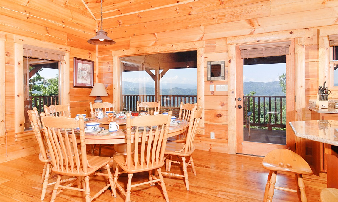 Pigeon Forge Cabins - The Deck House