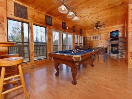Gatlinburg Cabins - Bearfoot Landing - Rec Room