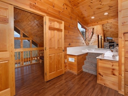 Gatlinburg Cabins - Bearfoot Landing - Indoor Jetted Tub