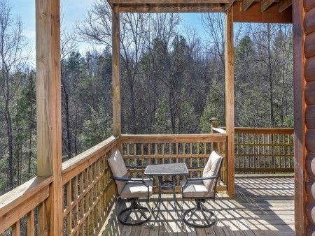 Gatlinburg Cabins - Bearfoot Landing - Deck Seating