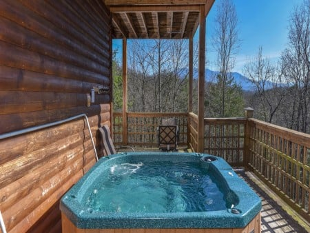 Gatlinburg Cabins - Bearfoot Landing - Hot Tub