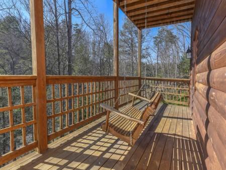 Gatlinburg Cabins - Bearfoot Landing - Porch Swing