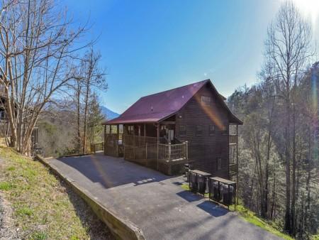 Gatlinburg Cabins - Bearfoot Landing - Exterior