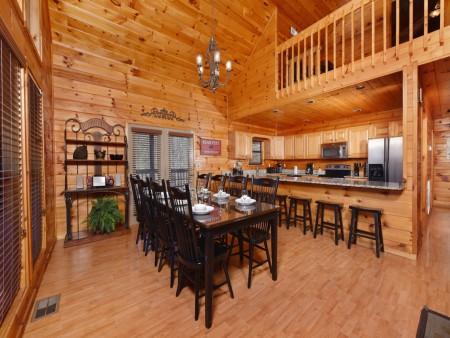 Gatlinburg Cabins - Bearfoot Landing - Dining Room
