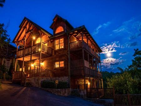 Gatlinburg - Cherokee Dreams Lodge - Twilight Exterior