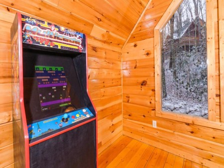 Pigeon Forge Cabin- Alone At Last – Stand Up Arcade Game