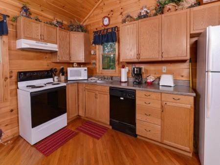 Pigeon Forge Cabin- American Pride – Kitchen