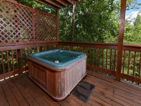Pigeon Forge Cabin- American Pride – Outdoor Hot Tub