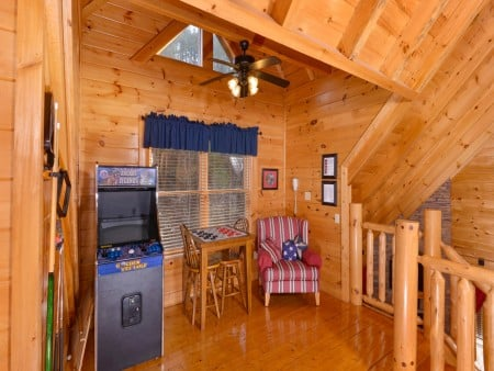 Pigeon Forge Cabin- American Bear Cabin – Stand Up Arcade Game