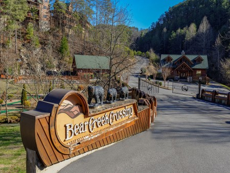 Pigeon Forge Cabin - A Wolf's Den - Bear Creek Crossing Resort Sign