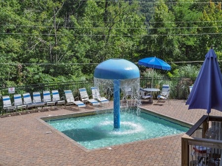 gatlinburg cabin - sky high - community pool