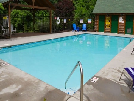 Pigeon Forge - Knotty Desire - Eagle Springs Resort Pool