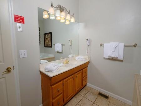 Gatlinburg Cabin - Absolute Heaven - Bathroom
