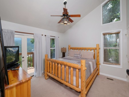 Gatlinburg Cabin - Absolute Heaven - Bedroom