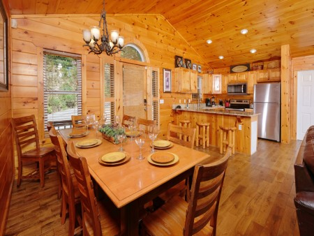 Gatlinburg Cabin - Absolute Heaven - Dining Room