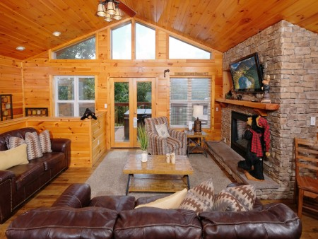 Gatlinburg Cabin - Absolute Heaven - Living Room