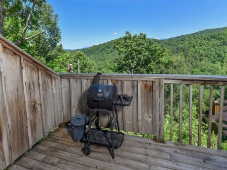 Gatlinburg Cabins - Bella Vista - Grill/View
