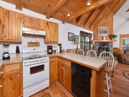 Gatlinburg Cabins - Bella Vista - Kitchen/Dining