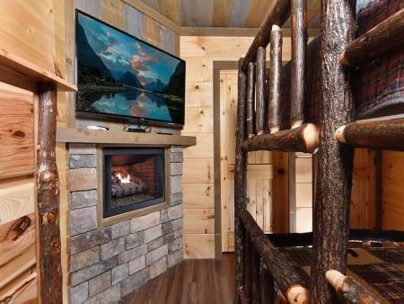 Gatlinburg - Big Bear Views Lodge - Bedroom