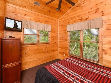 pigeon forge cabin – endless views and a theater – bedroom