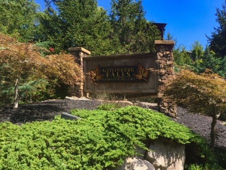 pigeon forge cabin – endless views and a theater – resort
