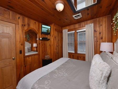 River Romance - Bedroom