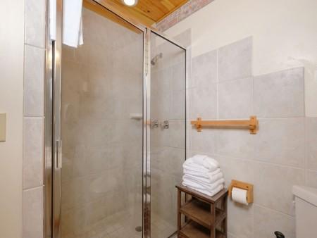Gatlinburg - Squirrel's Nest - Bathroom