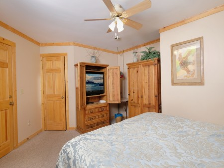 Gatlinburg - Squirrel's Nest - Bedroom