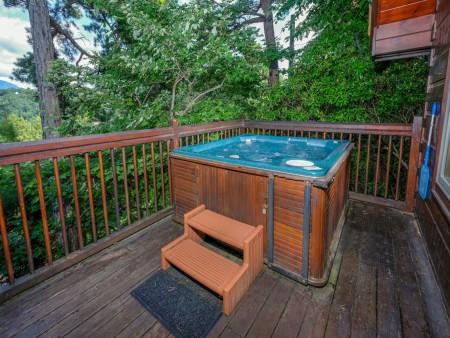 Gatlinburg - Squirrel's Nest - Hot Tub