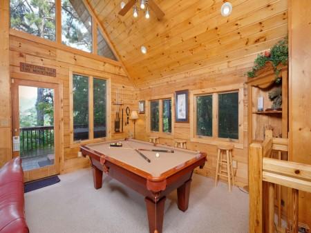 Gatlinburg - Squirrel's Nest - Pool Table