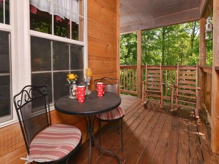 Gatlinburg Cabin - Honey Bear Heaven - Deck Table