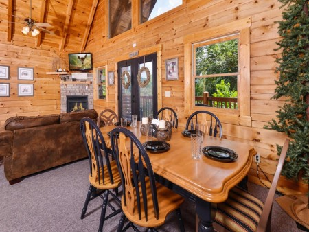 Gatlinburg Cabin- Mountain View Lodge – Dining Room