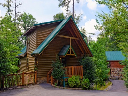 Gatlinburg Cabin- Mountain View Lodge – Exterior