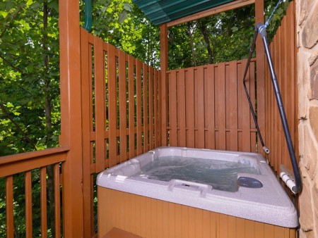 Gatlinburg Cabin- Mountain View Lodge – Outdoor Hot Tub