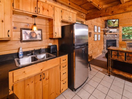 Gatlinburg Cabin- Mountain View Lodge – Kitchen
