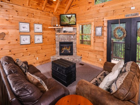 Gatlinburg Cabin- Mountain View Lodge – Living Room