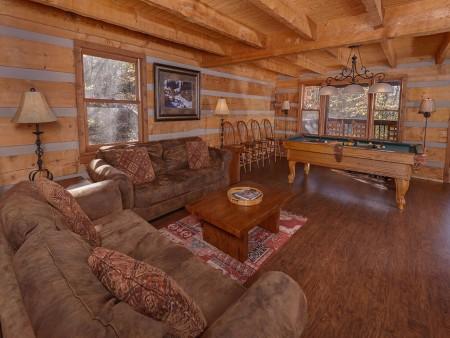 Gatlinburg Cabin- Powdermill Lodge – Living Room