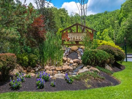 Gatlinburg - Splash N' Views - Gatlinburg Falls Hidden Valley Resort Sign