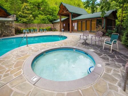 Gatlinburg - Cherokee Dreams Lodge - Gatlinburg Falls Hidden Valley Pool