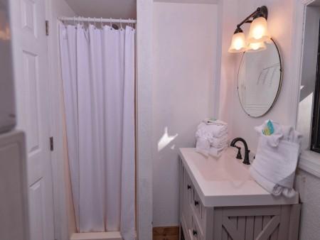Pigeon Forge - Hillside Hideaway - Bathroom Two