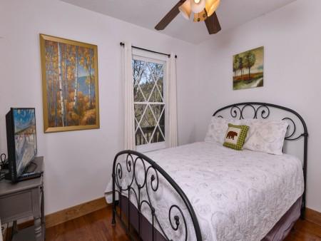 Pigeon Forge - Hillside Hideaway - Bedroom One