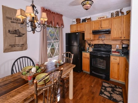 Pigeon Forge - Hillside Hideaway - Dining & Kitchen